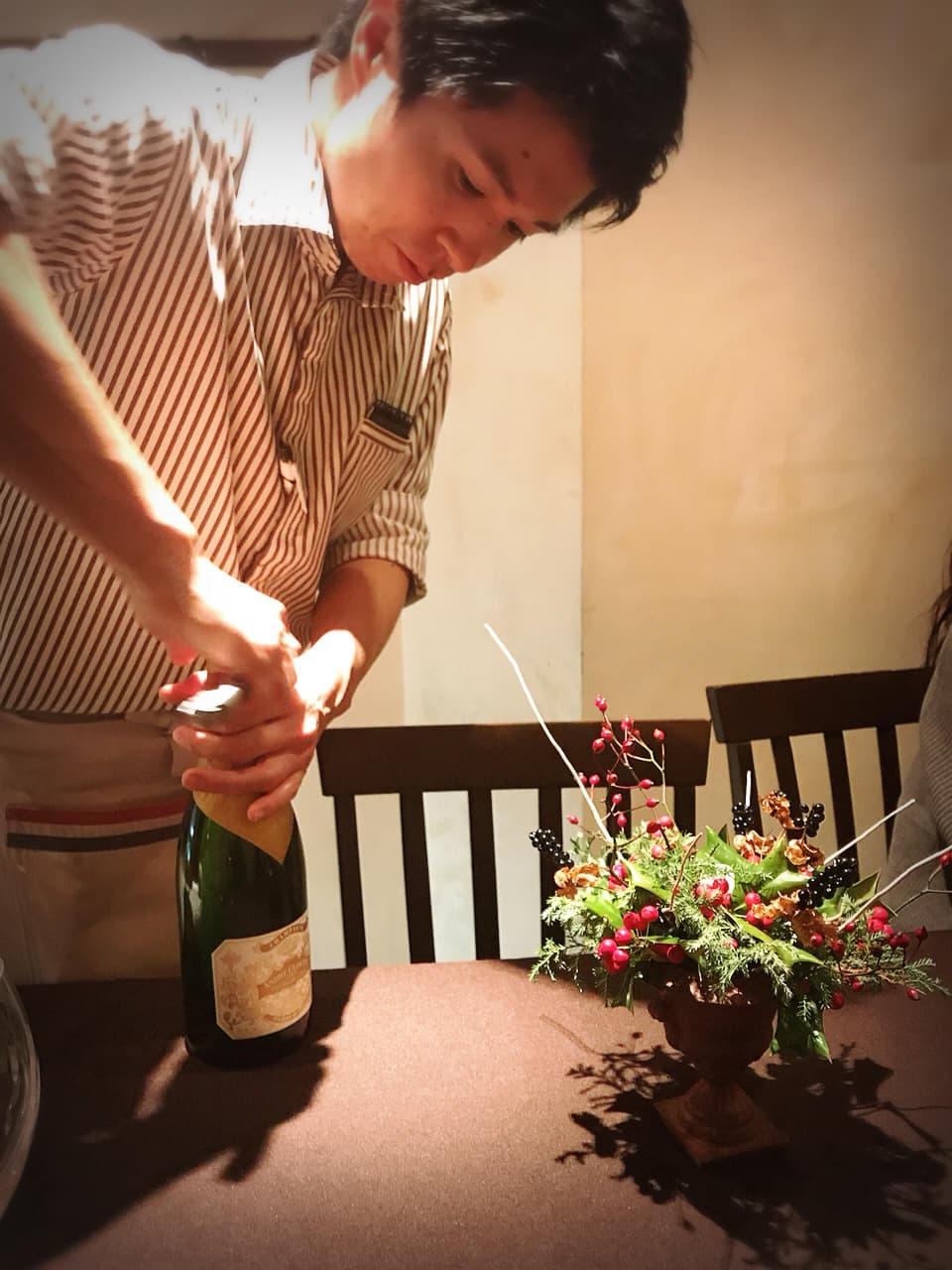 ヒロッシーニで唯一のワイン会(シャンパーニュワイン会)高島の最後の日のワイン会より お客様より門出にいただいたCHAMPAGNE Andre Clouet UN JOURS DE 1911 Nを抜栓する高島