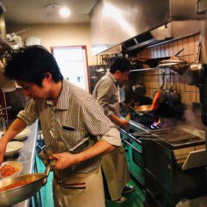最後の料理を作る、シェフと高島